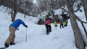 雪遊び&絶景を楽しみながらに笑顔で歩き進みます!!